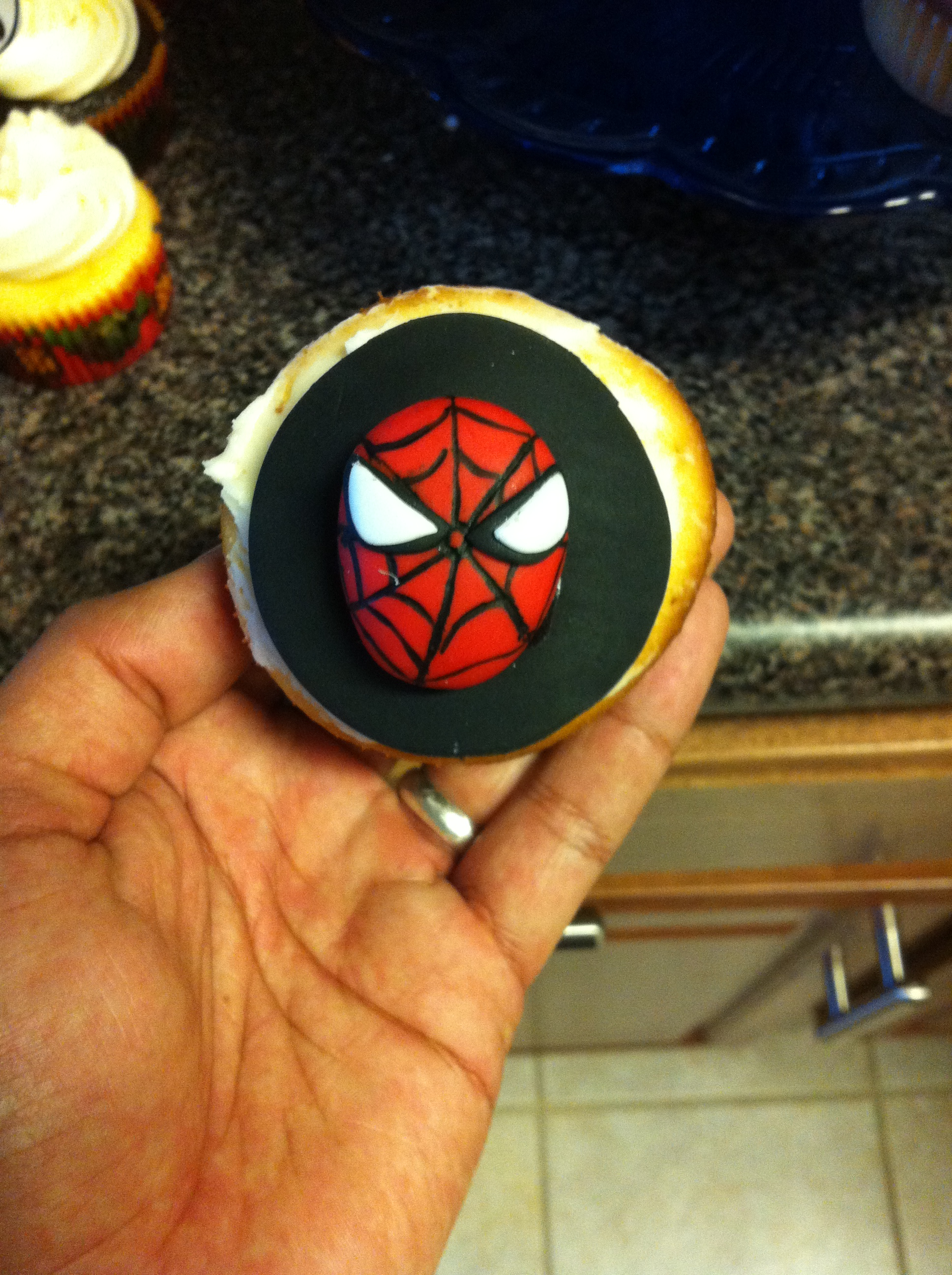 Fondant spiderman cupcake toppers - photo#15
